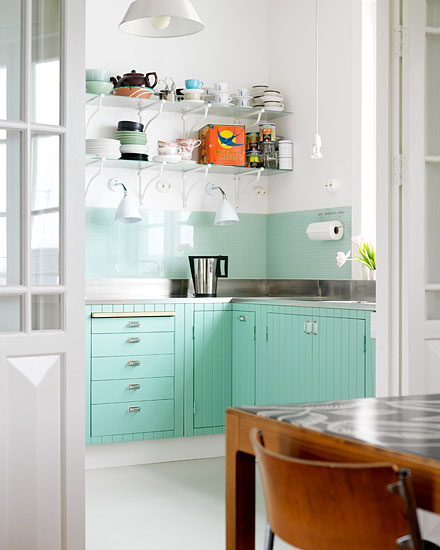 Home quotes 9 colorful kitchen backsplash inspiration for Tiffany blue kitchen ideas
