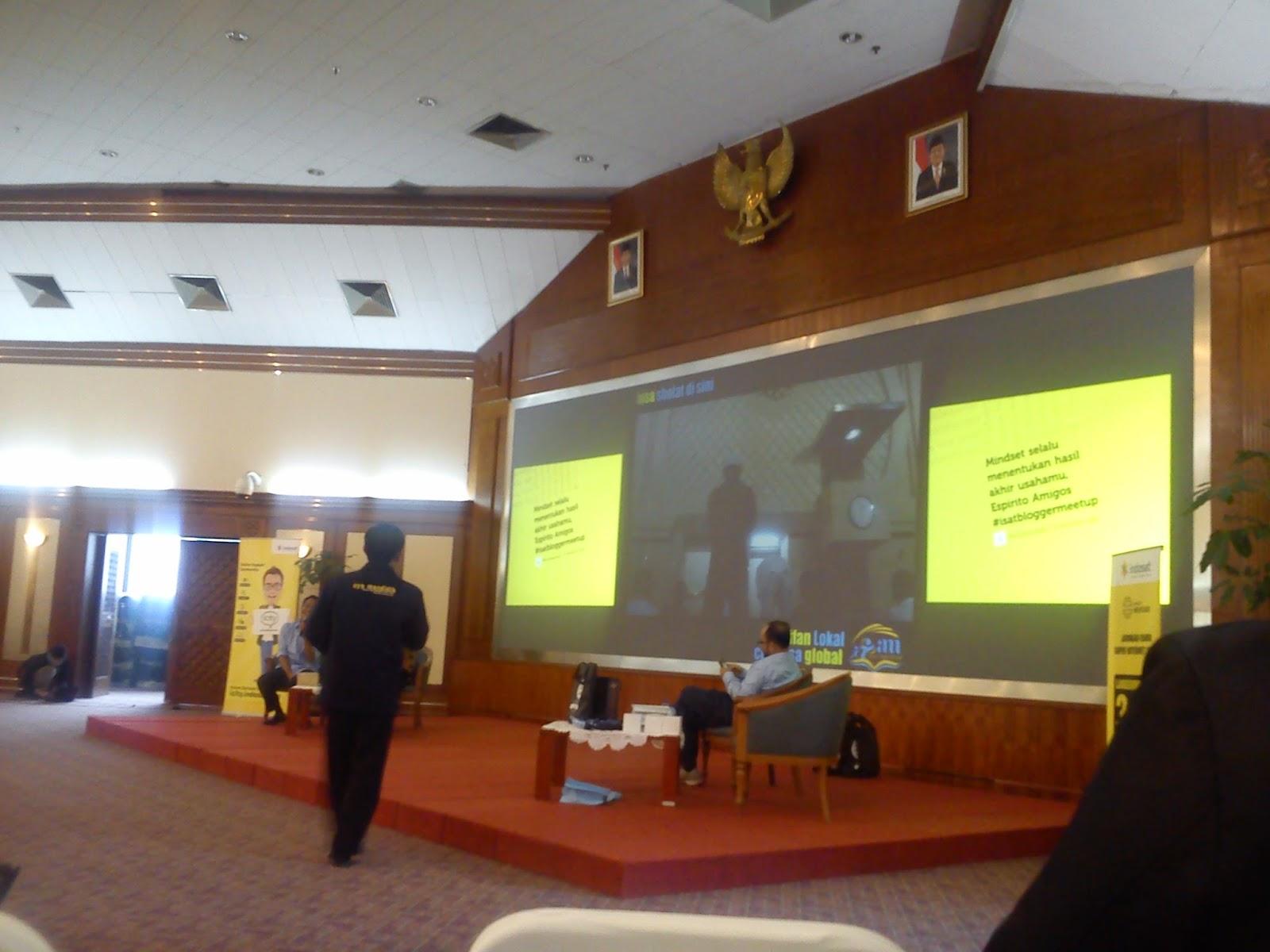 Bapak Subakri di Acara Kopdar Akbar Guru Blogger Nasional Bersama Indosat
