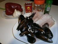 Lomos de merluza con mejillones.