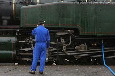 train vapeur double traction pluie ravitaillement circulation vintage locomotive 141 TB 424 AJECTA Seine-et-Marne