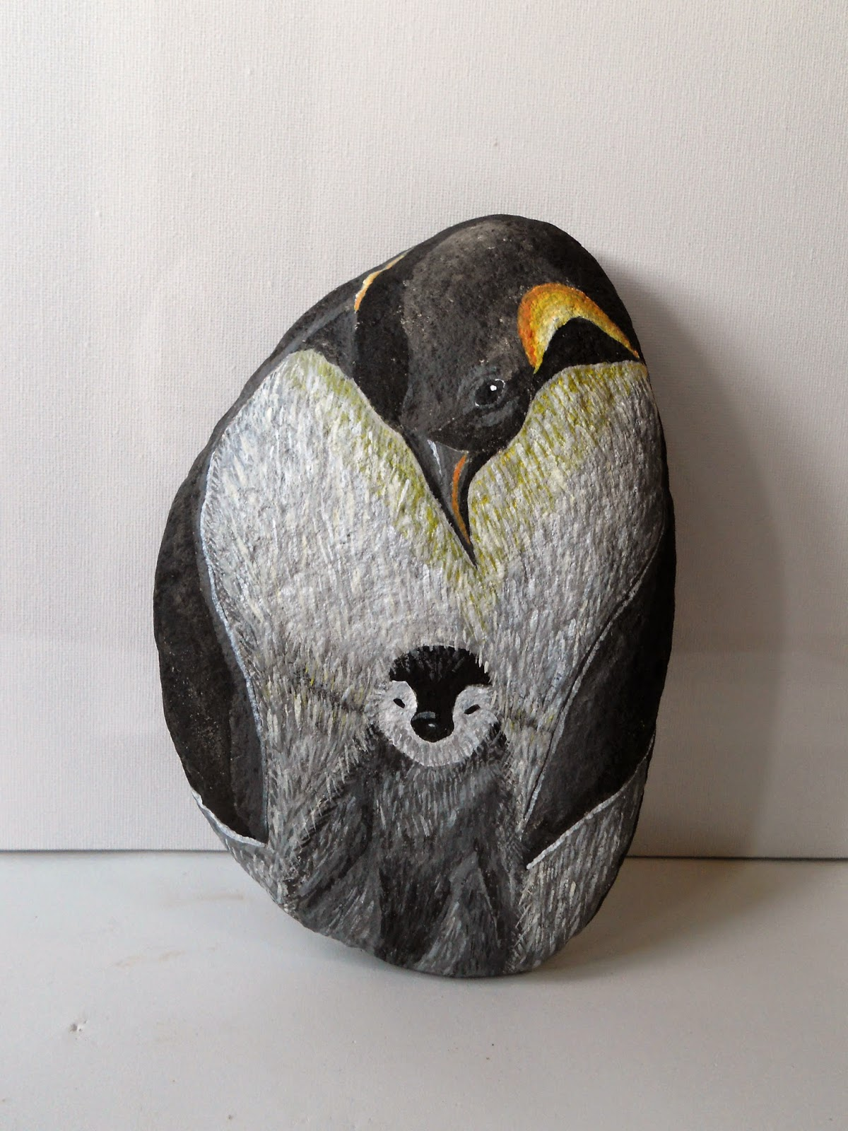 PIEDRAS PINTADAS A MANO: pinguino