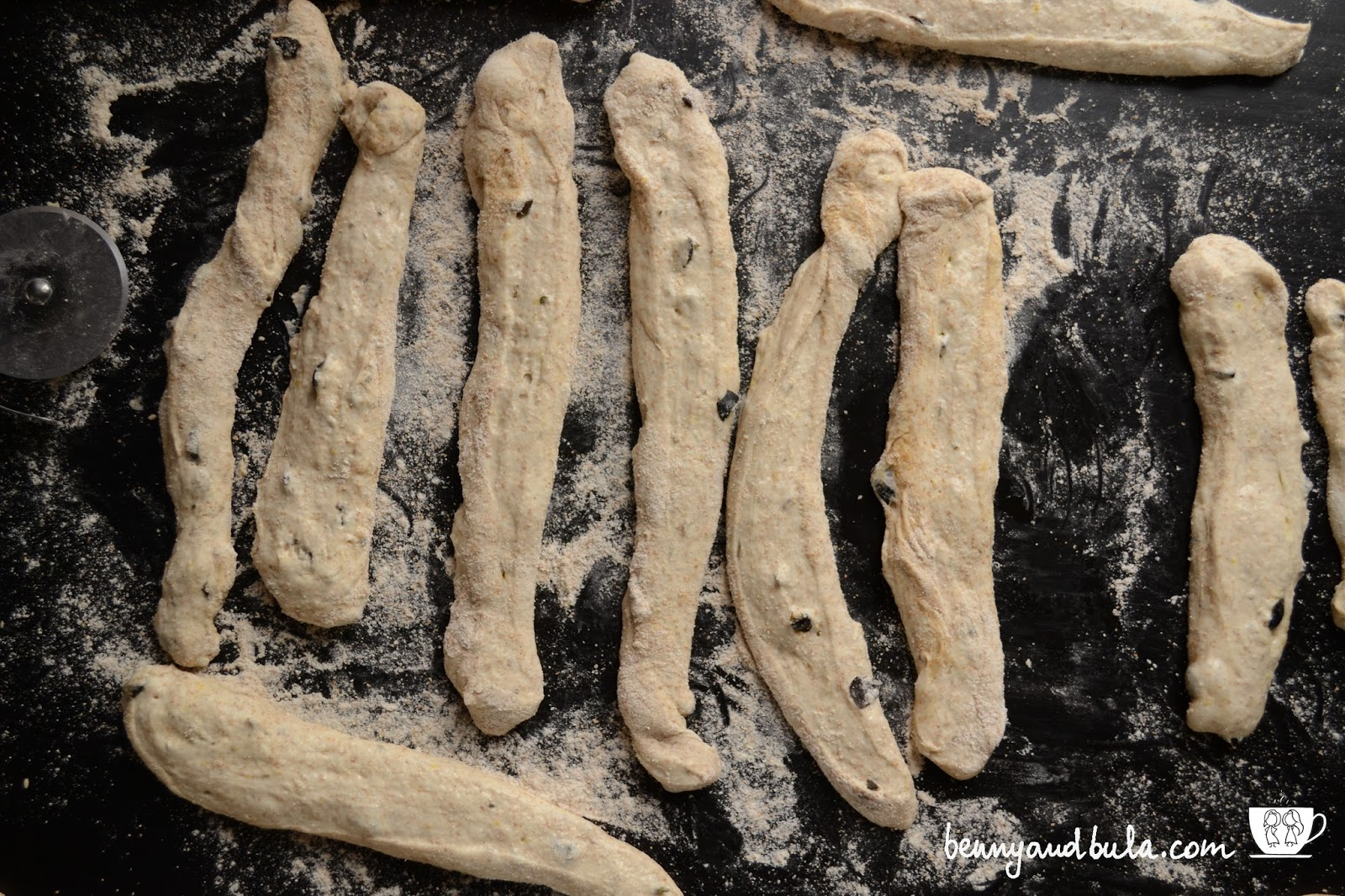 pieghe impasto grissini di pane olio d'oliva/olive oil breadsticks step by step from scratch