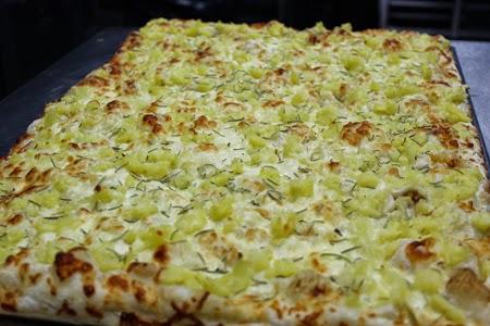Pizza Con Patatas Y Romero