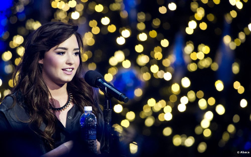 Demi Lovato - Neon Lights (Official) - YouTube