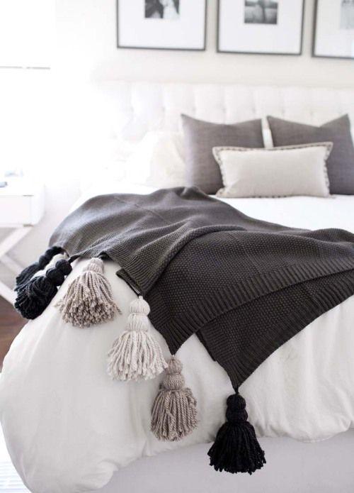 https://www.bloglovin.com/blogs/designsponge-1221/diy-chunky-tassel-blanket-3704177429