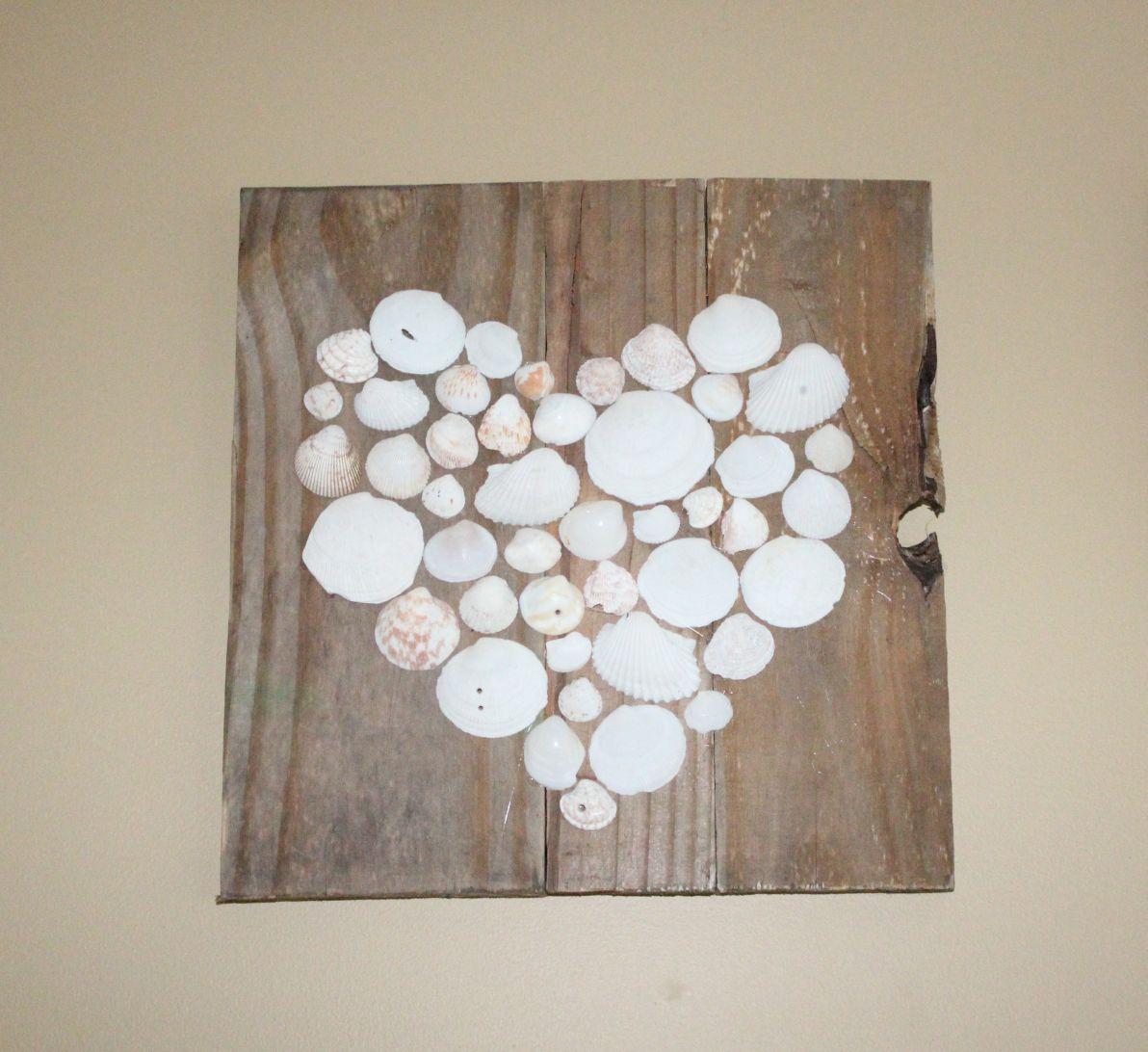 http://3.bp.blogspot.com/-HGVFH2DLf4I/UQrtJildC5I/AAAAAAAAAfM/gnHADY7CuZ8/s1600/Pallet+Heart+Art+Shells.jpg