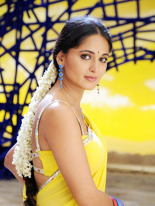 anushka in yellow saree