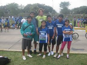 Vincent acompañando a los alumnos de Fe y Alegrìa 17