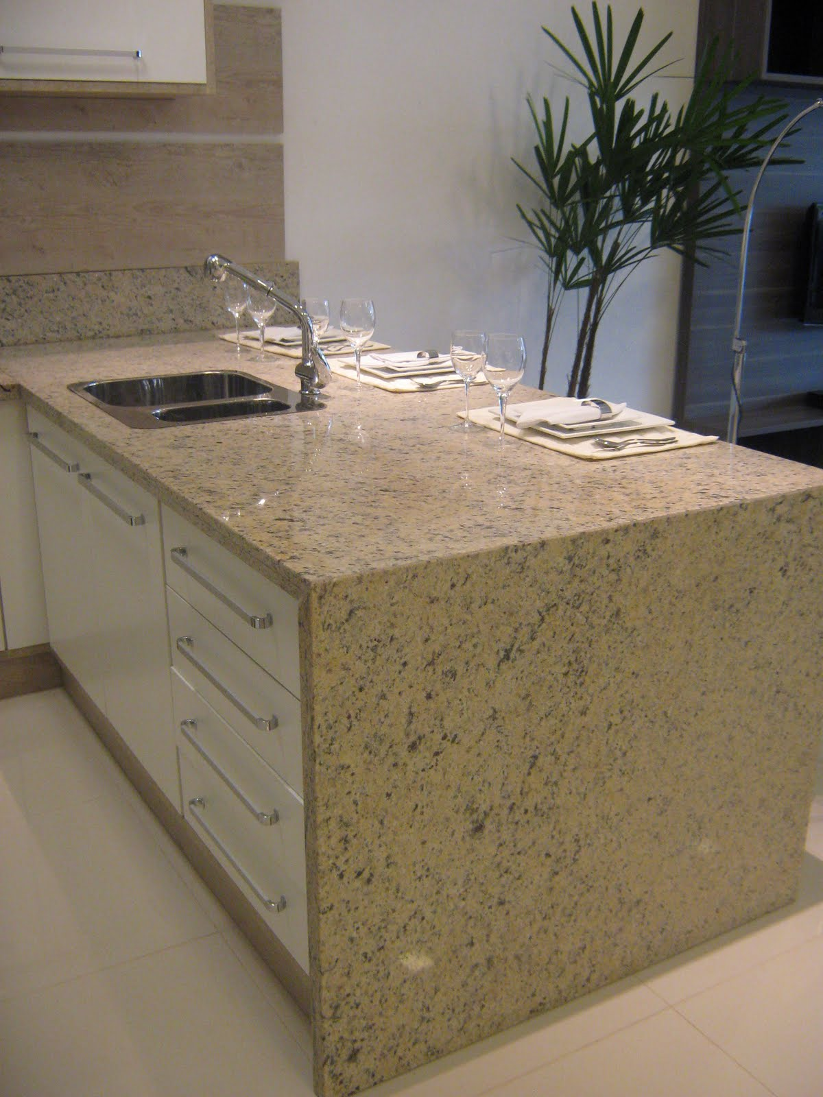 Cozinha de Granito Amarelo Icaraí #845E47 1200x1600 Bancada Banheiro Rj