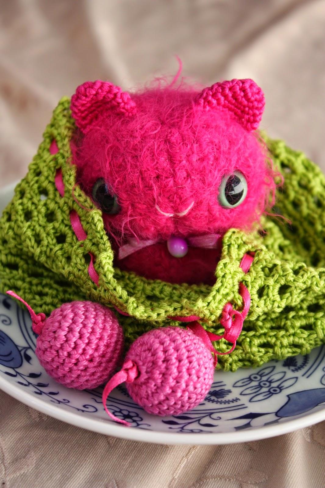 HAPPYAMIGURUMI: NEW PATTERN: Amigurumi Pearlcat with a Giftbag