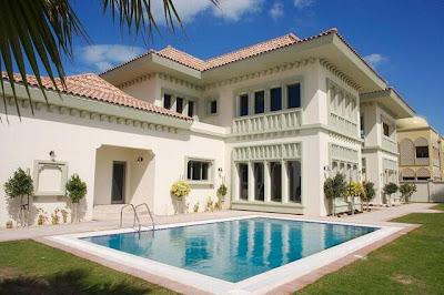 Riesige Luxusvilla mit großem Pool