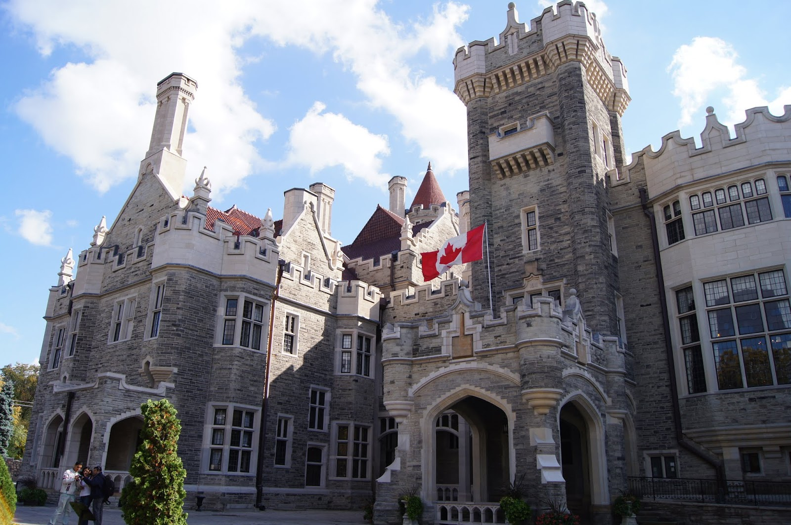 Mashed thoughts ghost hunting at casa loma toronto on for Casa loma mansion toronto