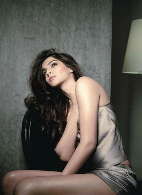Sonam Kapoor Hot Pic1 - Sonam Kapoor Latest Super Hot Pics