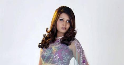 http://3.bp.blogspot.com/-HHnjtEQMEas/UClX1XHdgmI/AAAAAAAA7jc/BAJS47V31PY/w470-h246-p-no/Sandra-Jose-showing-off-her-gorgeous-body-in-a-Lilac-sari-with-a-transparent-pallu.jpg