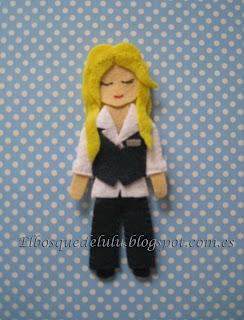 broche-fieltro-muñeca-personalizada
