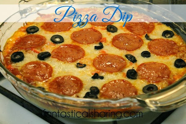 Pizza Dip | Cheesy pizza goodness in dip form - perfect for when you're hosting company! #recipe