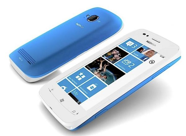 nokia lumia 710 in blue