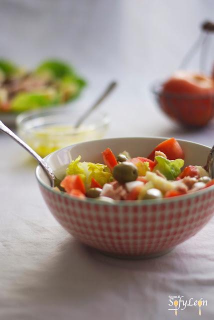 Receta de ensalada de atún naturfresh con anchoas.