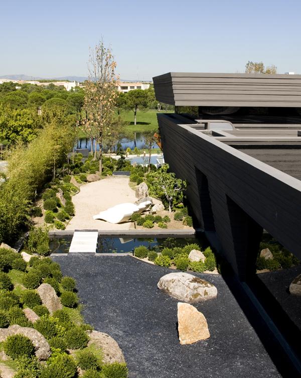 Garden interior design on cristiano ronaldo home by joaquin torres