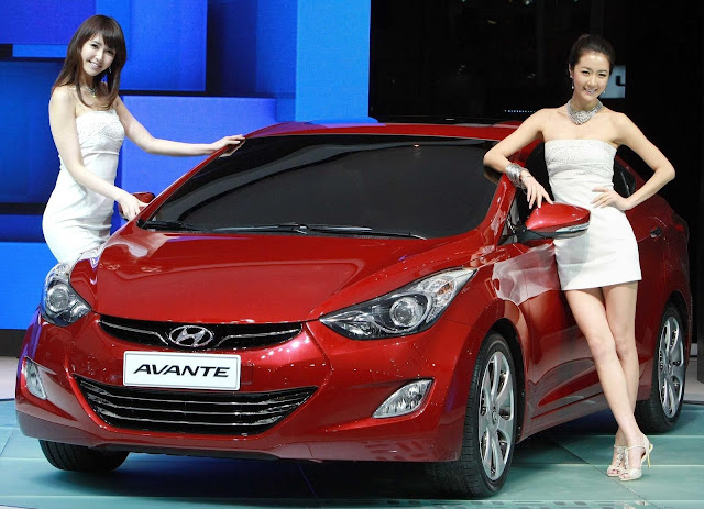 Hyundai Avante 1,6 AT - Đỏ