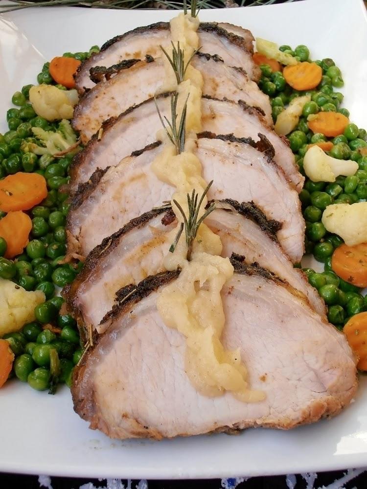http://www.caietulcuretete.com/2013/01/muschi-de-porc-cu-sos-de-mere-si-legume.html