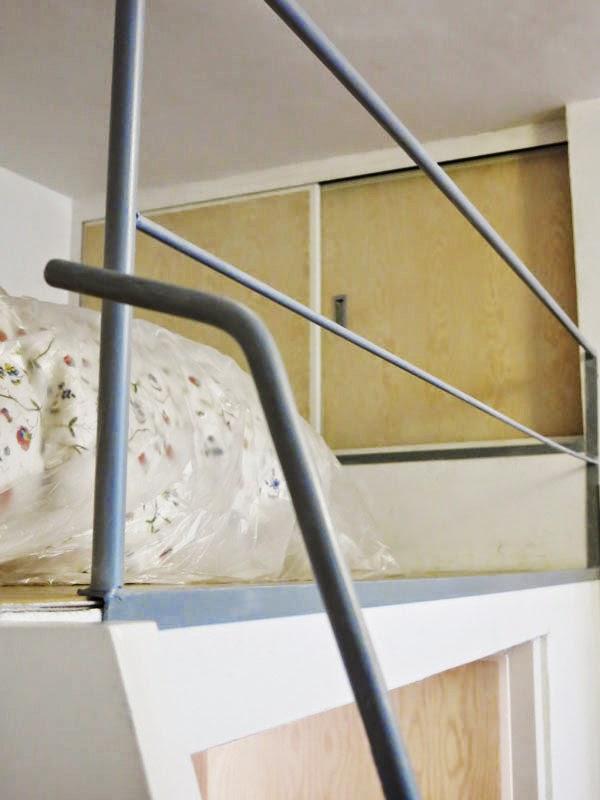 Supermanitas escalera reciclada y armario para altillo - Escalera plegable para altillo ...