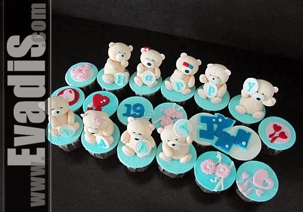 Full View picture of Teddy Bear Expression Cupcakes