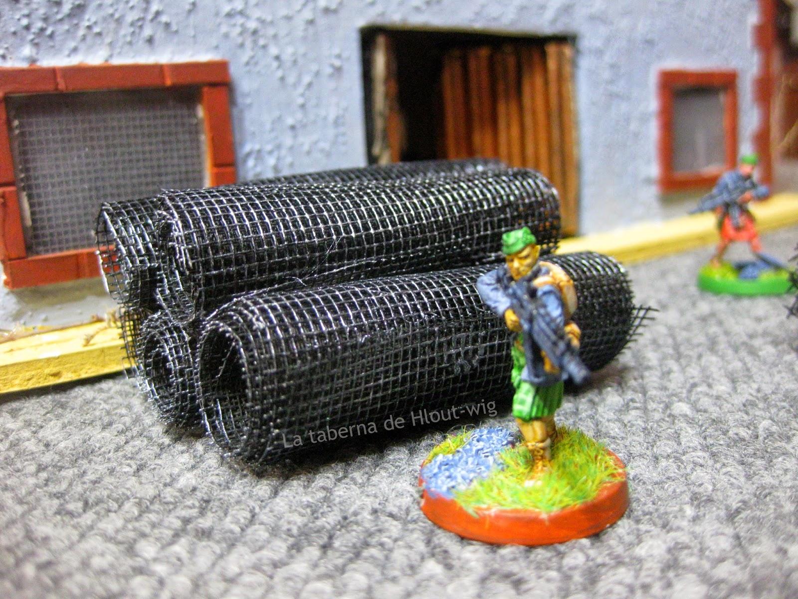 Rollos de malla y voluntarios caledonios.