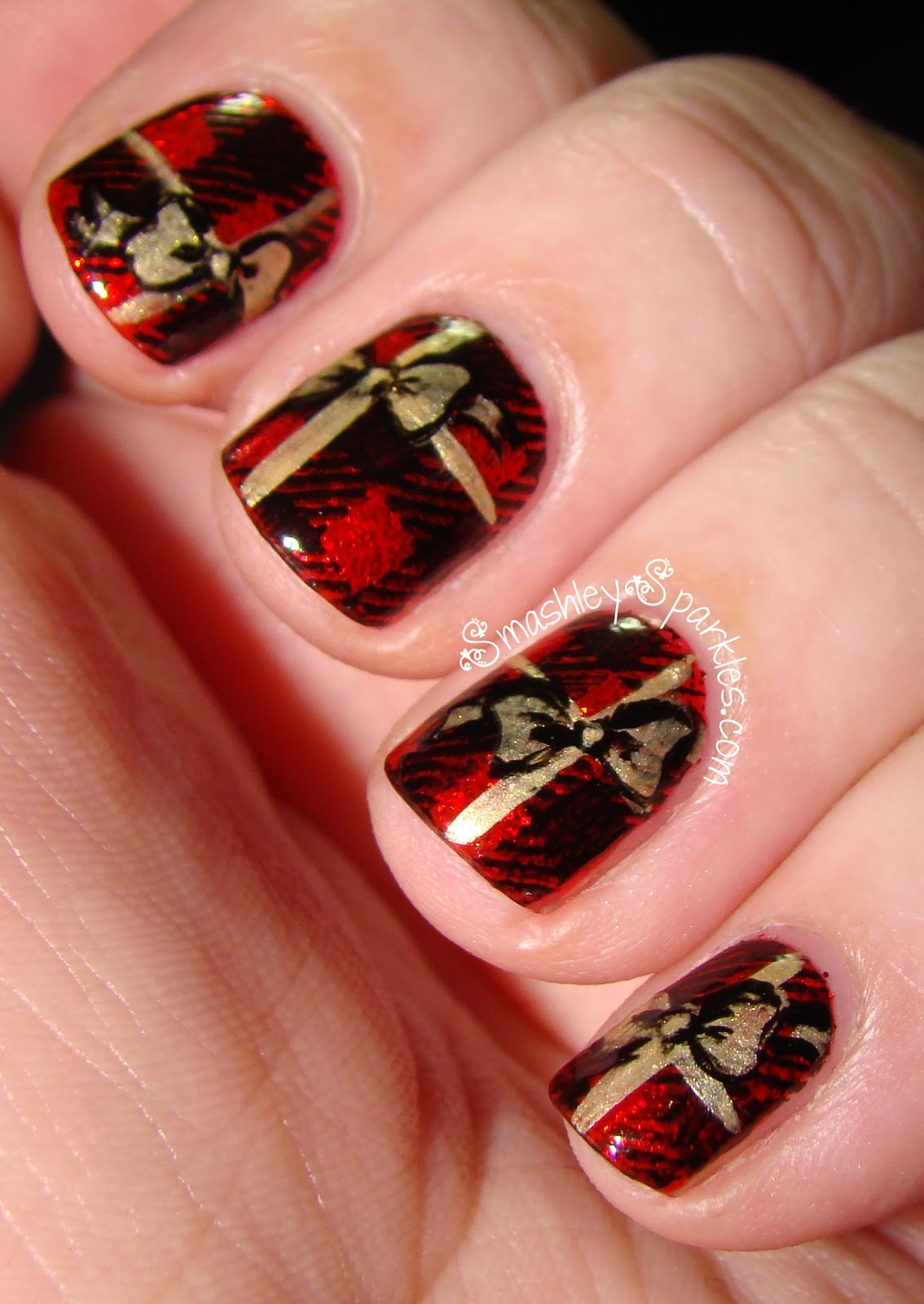 Smashley Sparkles: Holiday Nail Art Challenge: Day 4, Presents and