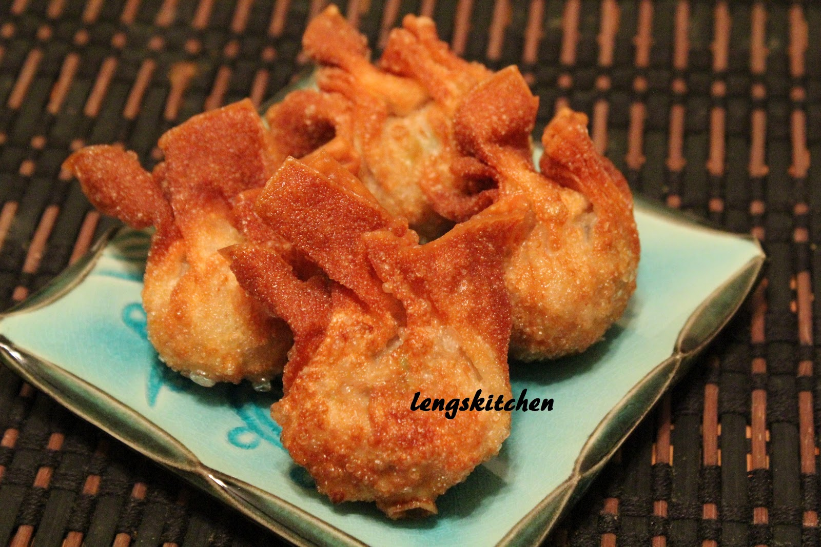 Kitchen Chaos: Fried Pork and Shrimp Wonton 炸云吞