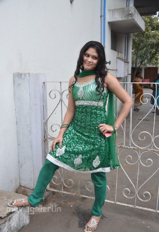 ACTRESS ASMITHA SEXY PICTURES Photoshoot images