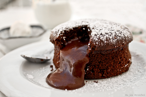 Delicious Shots Chocolate Molten Cake
