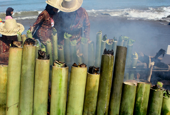Malamang Makanan Khas Sumatera Barat