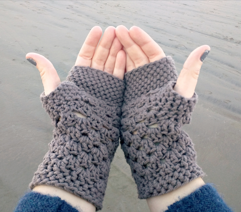 Domestic Bliss Squared: chunky fingerless gloves (free crochet pattern)
