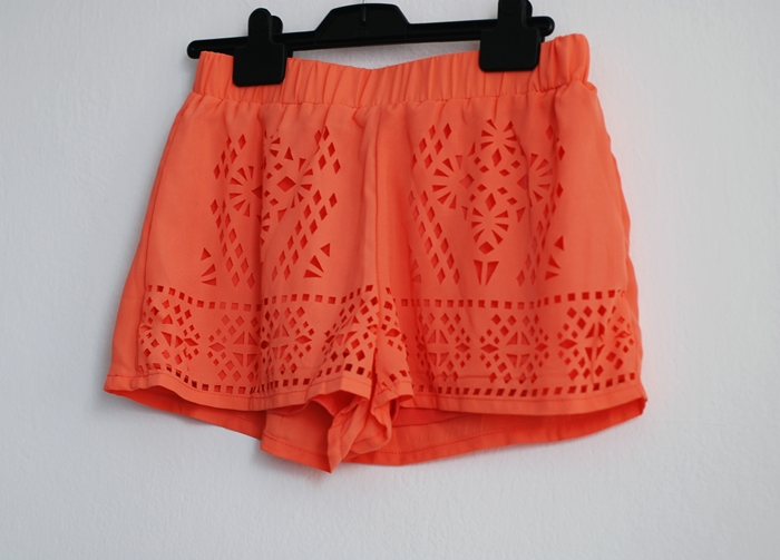 http://www.romwe.com/Orange-Elastic-Waist-Hollow-Chiffon-Shorts-p-103339-cat-681.html?utm_source=pomaranczowa-pomarancz.blogspot.com&utm_medium=blogger&url_from=pomaranczowa-pomarancz#_=_