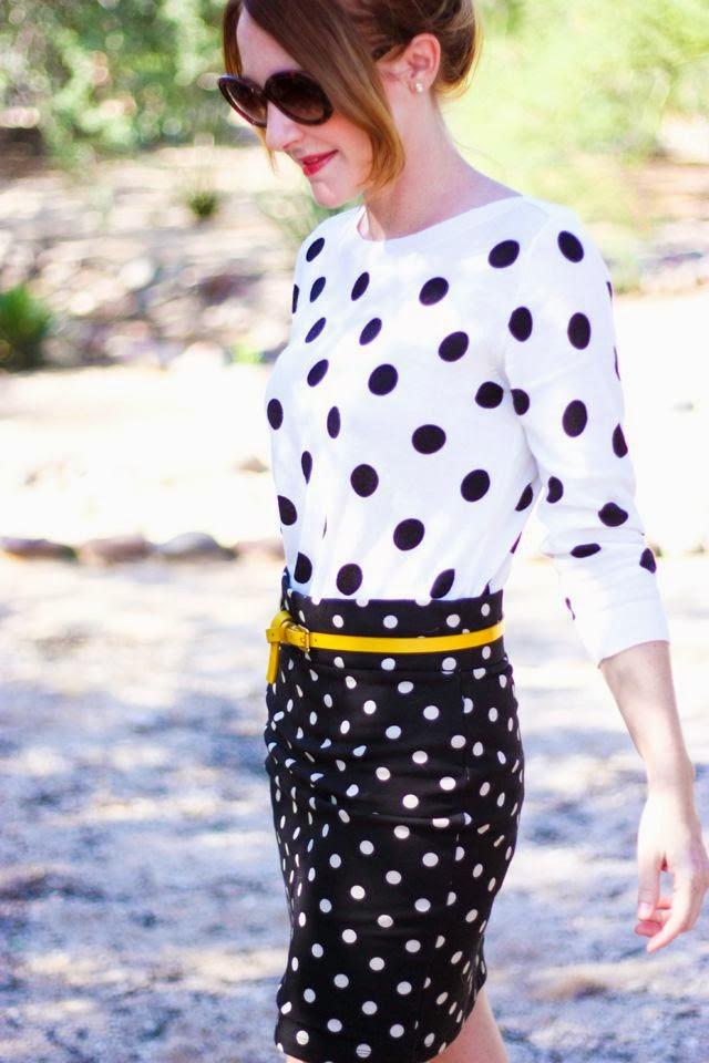polka, fashion, roupas da moda, camisa feminina de poá e saia lápis poá