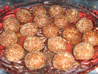 Balls with sesame