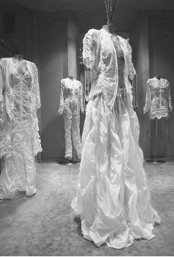 Fashion heroines trend report parachute dresses - Norma kamali costumi da bagno ...
