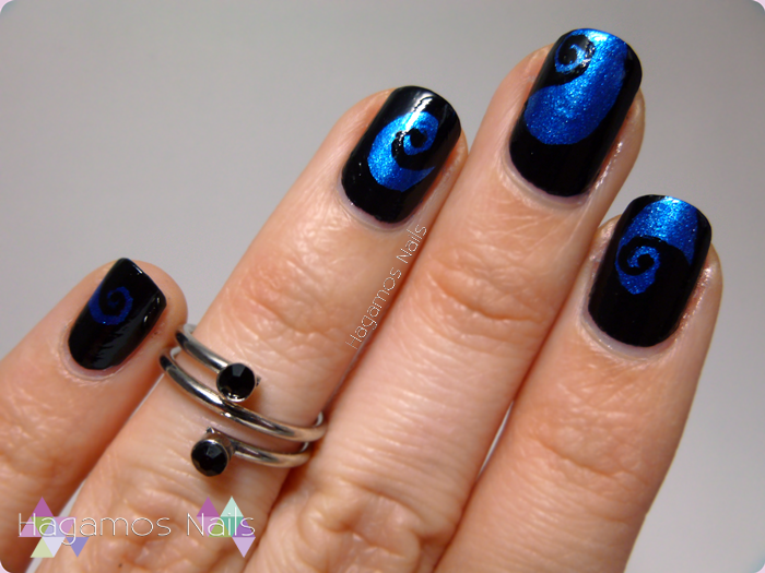 Nail Art en Espiral Azul Negro. Hagamos Nails