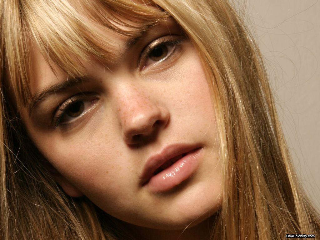 http://3.bp.blogspot.com/-HNBZvolu4Mo/TuGjuwf_lEI/AAAAAAAACJw/Smh93jty95U/s1600/88+-+Aimee-Teegarden.jpg