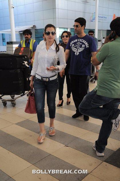 Amisha patel at Airport  - Amisha patel at Airport - Latest Pic June 2012