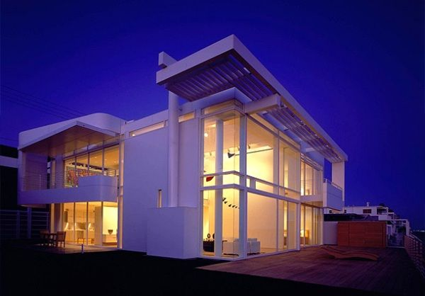 Modern white beach house interior design in california for Beach house interior designs