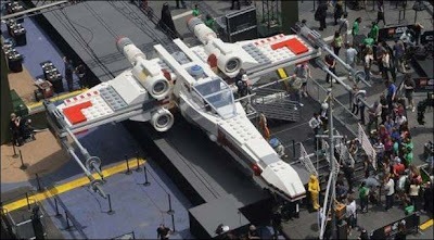WORLD's LARGEST LEGO MODEL(STAR WARS X-WING, USA)