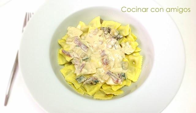Ravioli al funghi con calabacín y jamón ibérico