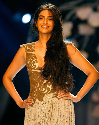 Sonam Kapoor Glamour Dance in Players Wallpapers