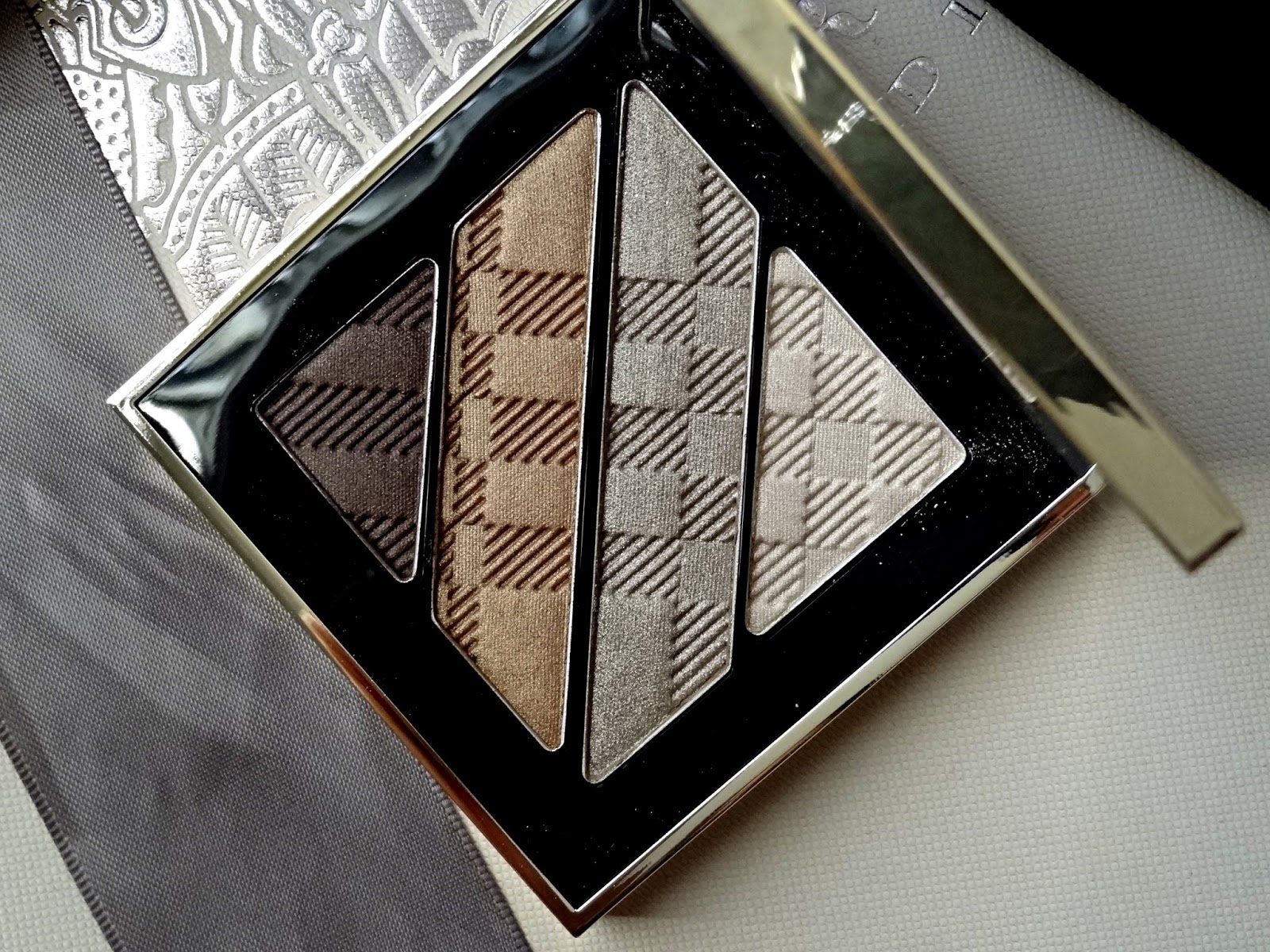 Burberry Beauty Winter Glow Makeup Collection - Complete Eye Palette in Gold No.25