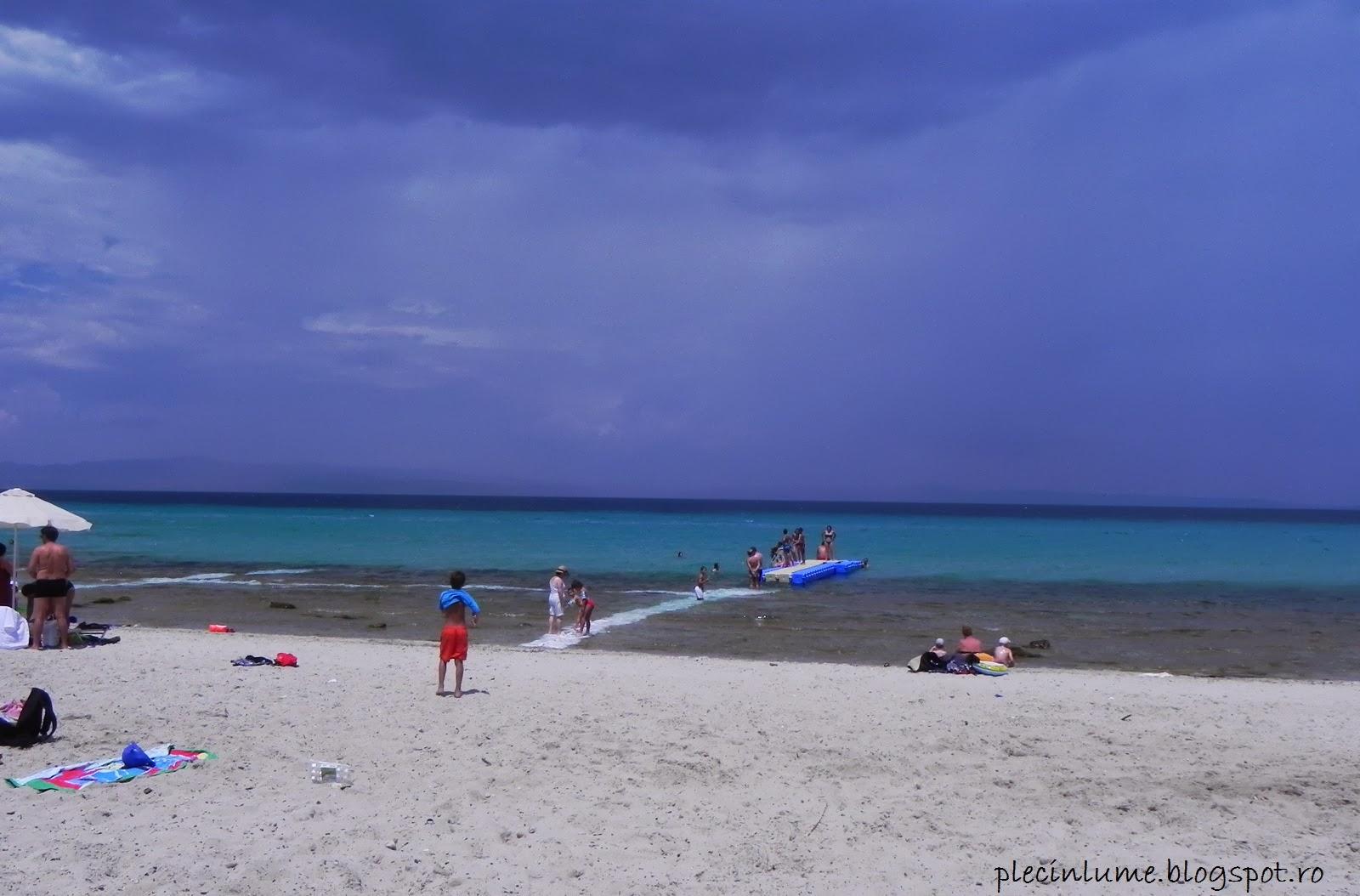 Pasarela pe plaja din Afitos
