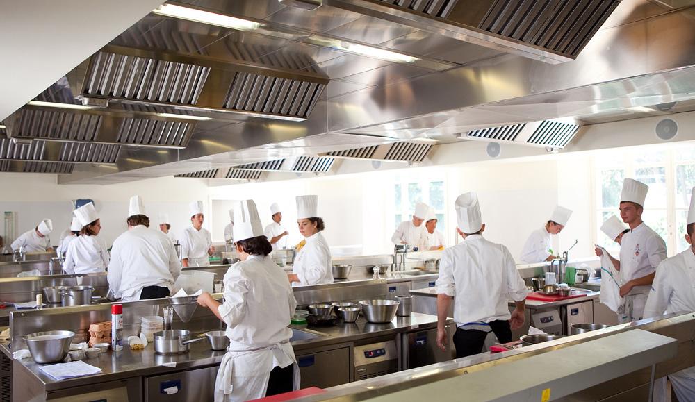 Sorelle in pentola alma quando una scuola insegna - Alma scuola cucina ...