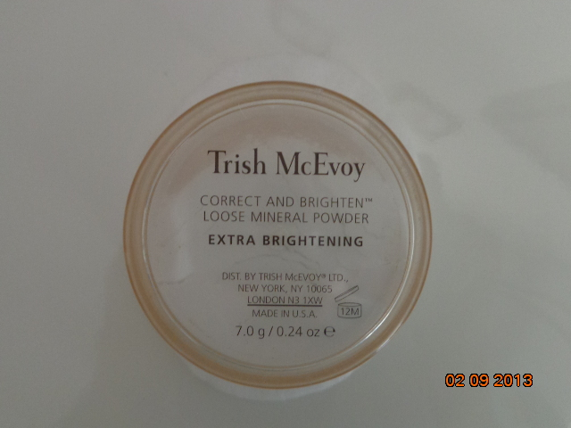 Trish McEvoy extra brightening loose powder