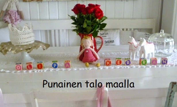 Punainen talo maalla